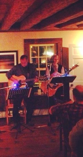 Vicaro & Sonnett performing