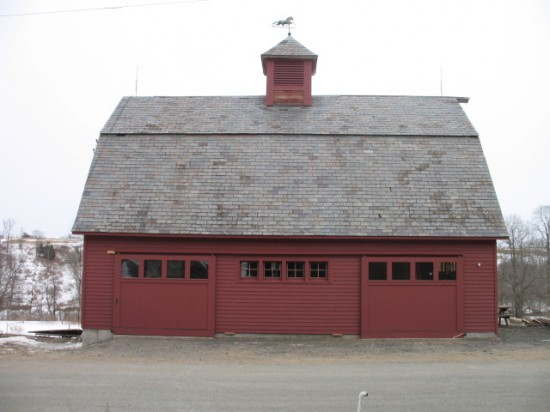 Bank barn at Full and By Farm: pick up shares inside. (Credit: Sara Kurak)