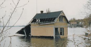 Rosslyn Boathouse Underwater in 1983